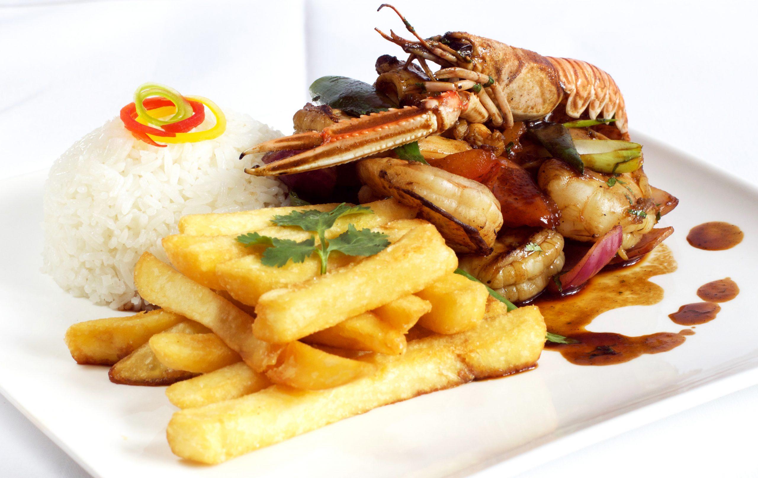 Peruviaans zeevruchten gerecht bij Somos Peru Restaurant in Den Haag